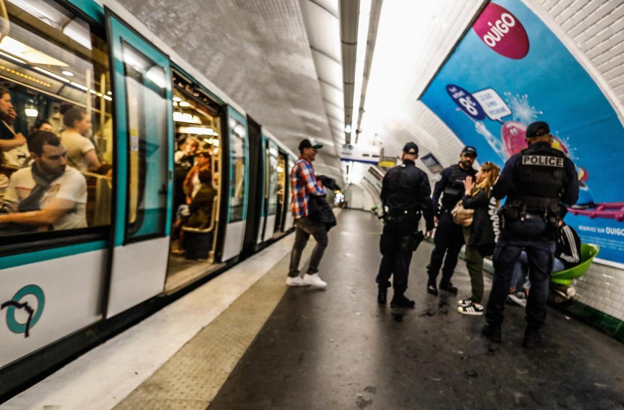 Des jeunes pickpockets s'en prennent à une conductrice de métro sur la ligne 6 à Paris