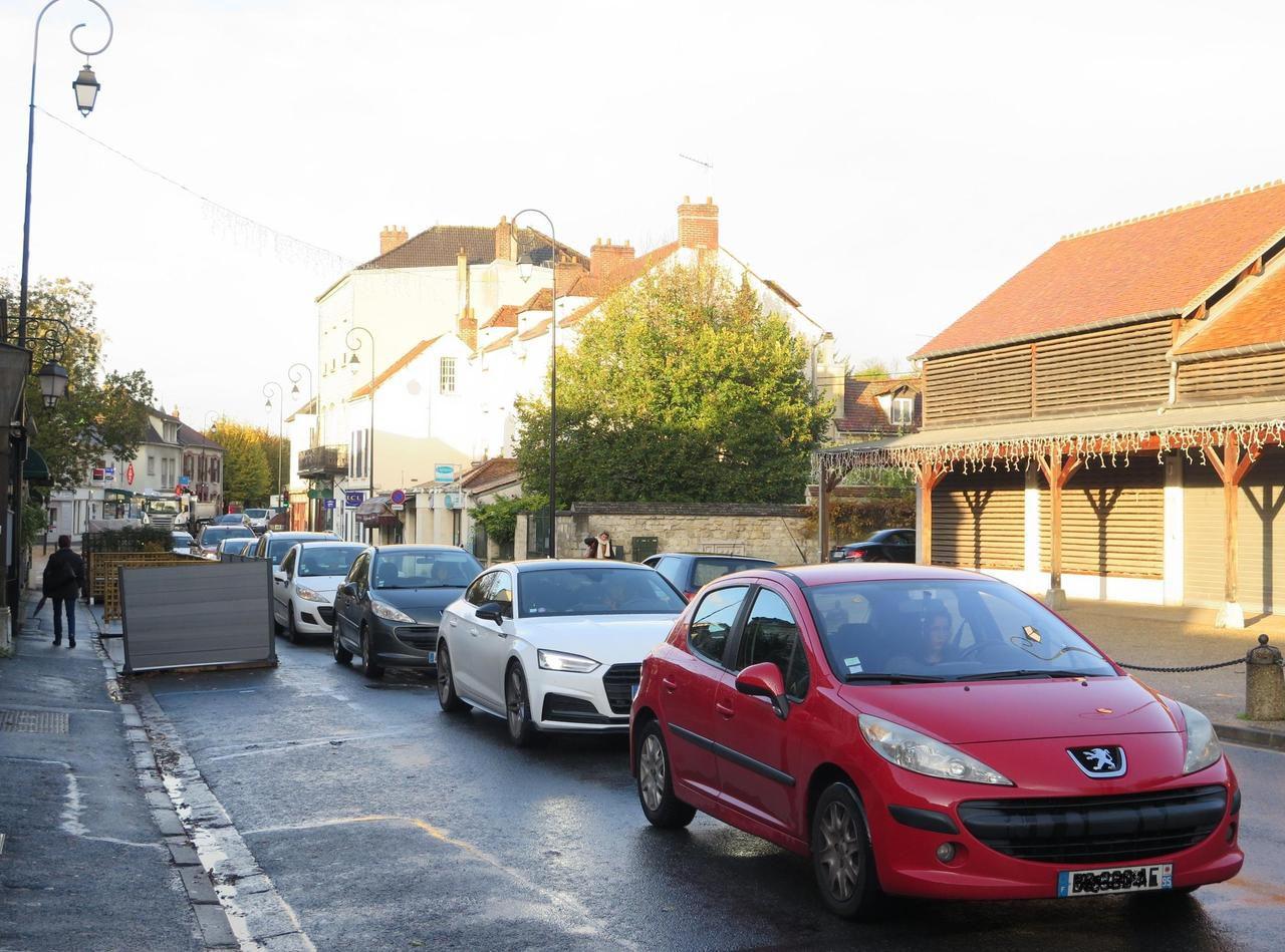 Municipales à Auvers-sur-Oise : la circulation trop importante agace la population - Le Parisien