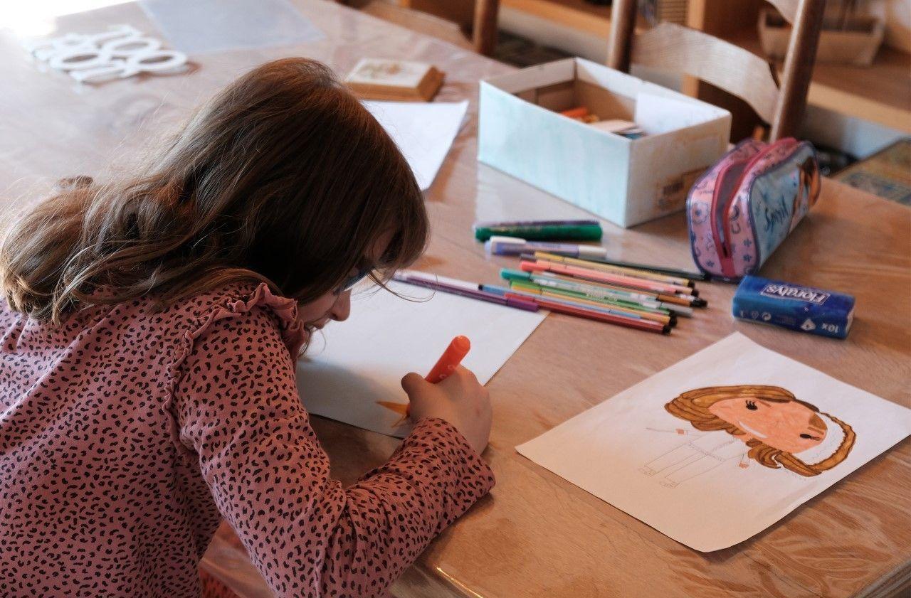 Comment occuper les enfants : faites-les dessiner, c'est trop bien!