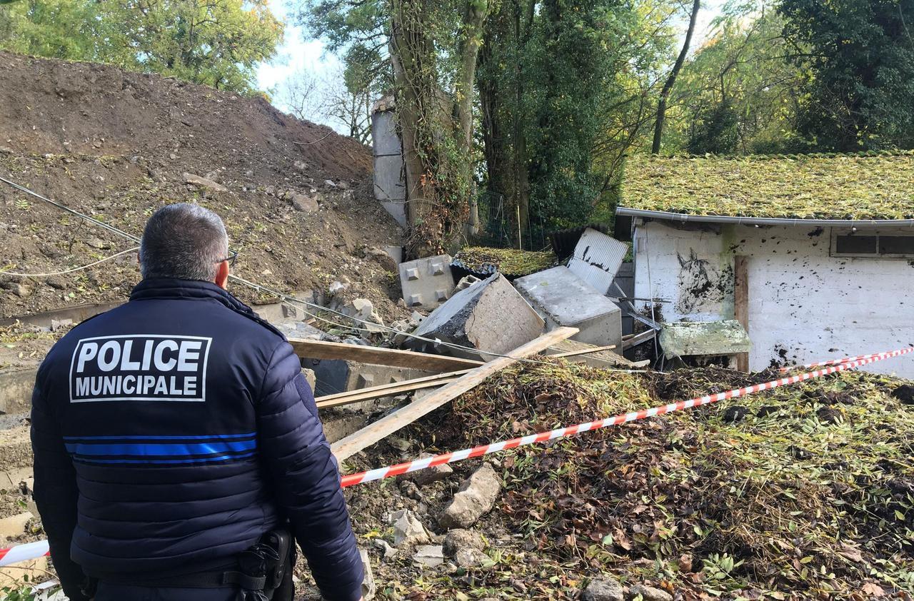 Epinay-sur-Orge : le mur des voisins s'effondre sur six boxes de chevaux - Le Parisien