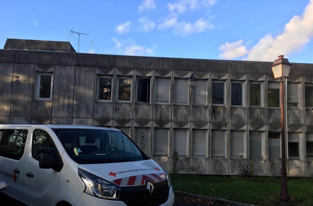 Melun : 102 migrants sont accueillis dans l'ancien hôpital Marc-Jacquet - Le Parisien