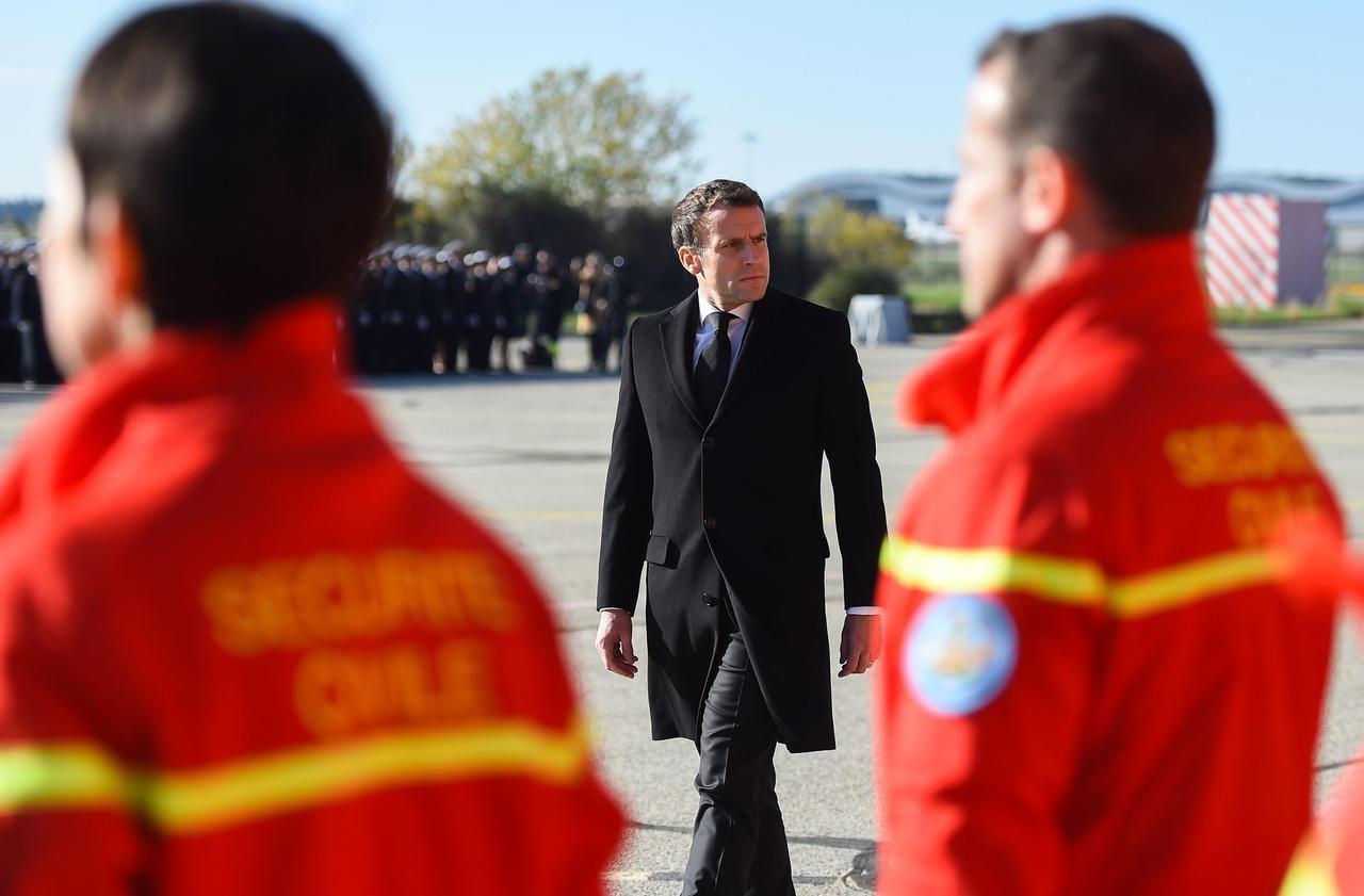 Inondations dans le Sud-Est : Macron rend hommage aux trois secouristes tués en hélicoptère