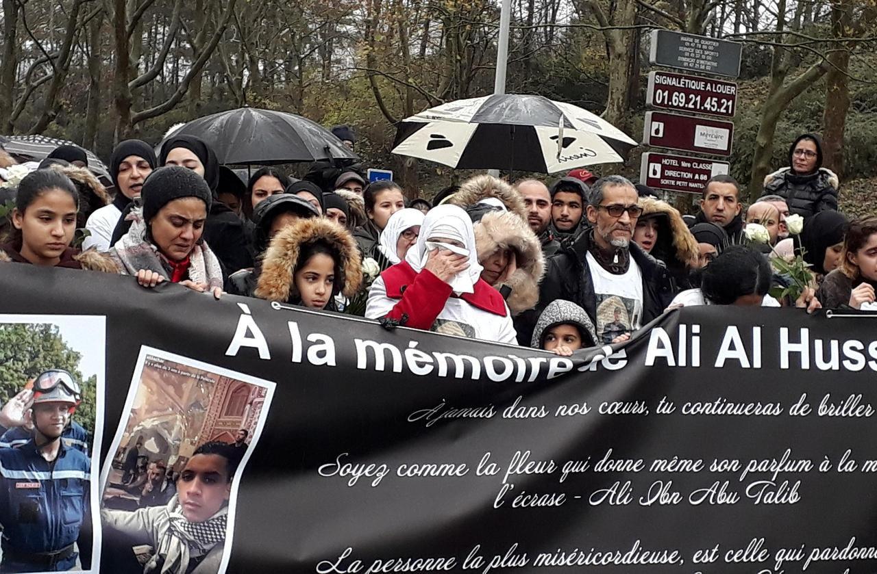 «Il faut que cette violence cesse»: à Nanterre, 400 personnes marchent en hommage à Ali