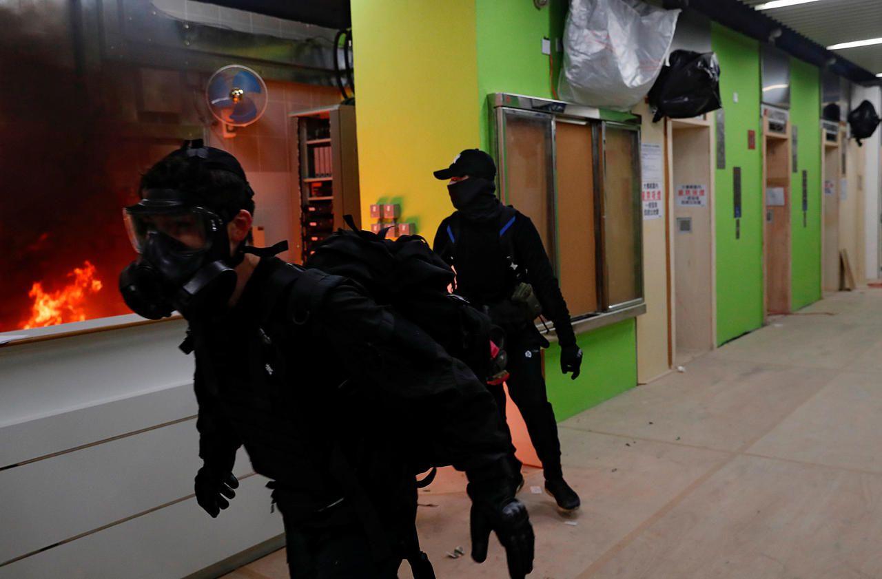 Hong Kong : un bâtiment destiné aux porteurs du coronavirus attaqué par des manifestants