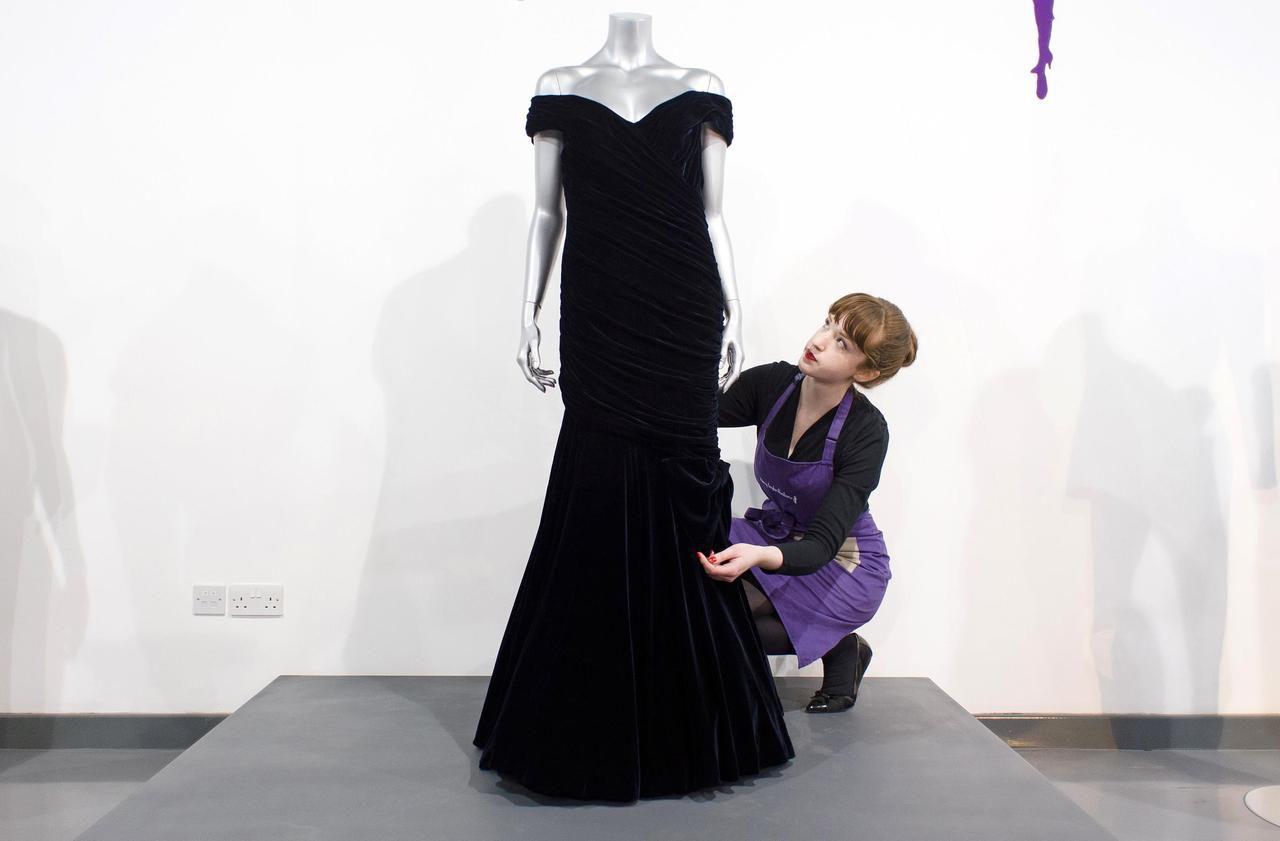 La robe «Travolta» de Lady Diana sera vendue aux enchères