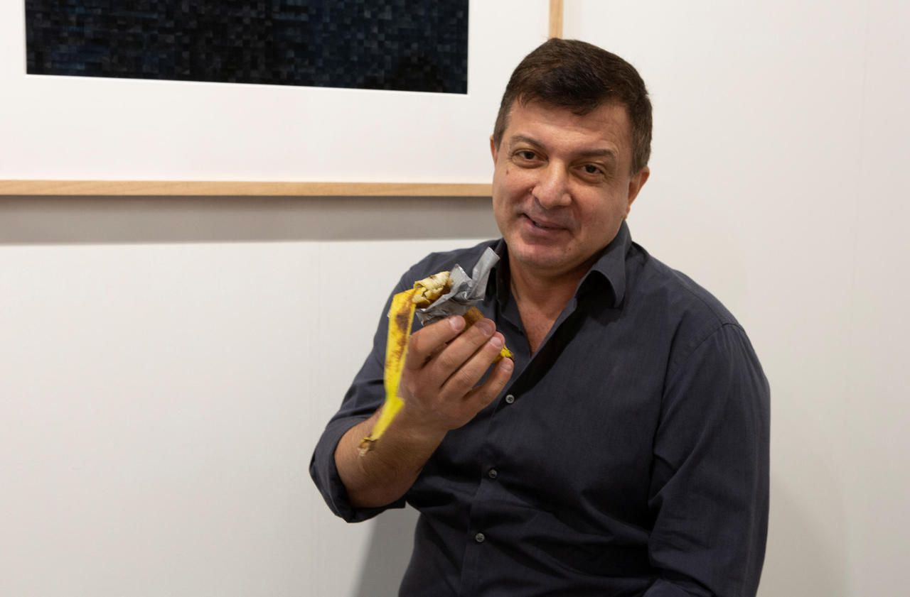 La banane collée au mur, vendue 120 000 dollars, a fini... mangée par un artiste