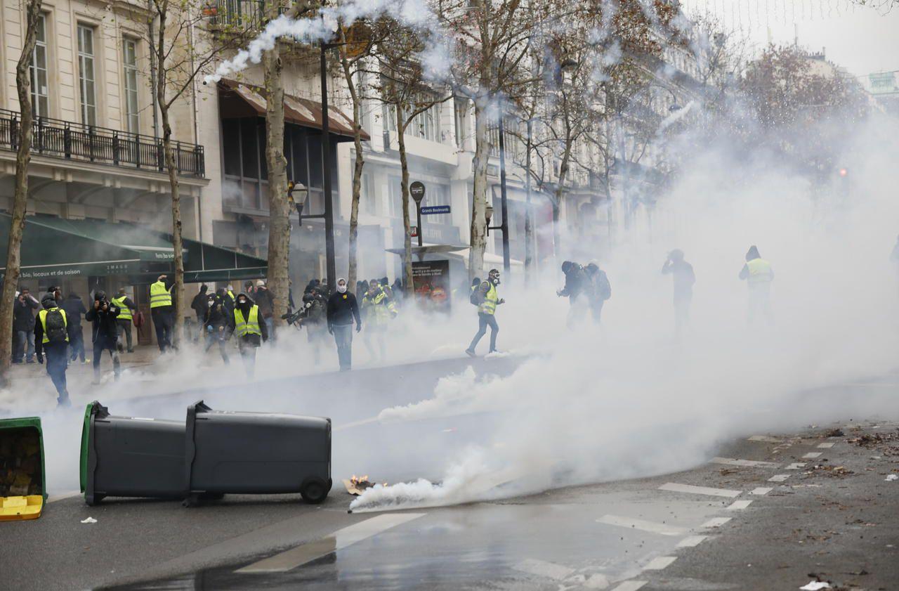 Les 10 photos des heurts à Paris entre Gilets jaunes et forces de l'ordre