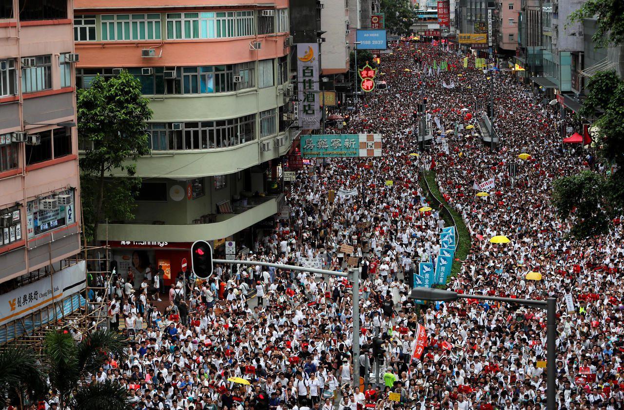 Hongkong : un million de personnes manifestent contre une loi d'extradition