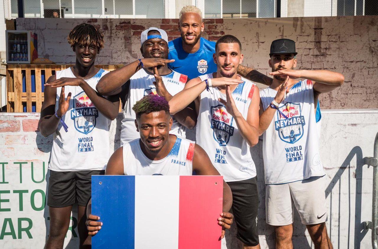 Football : Chérif So, le joueur amateur qui est à l'affiche avec Neymar