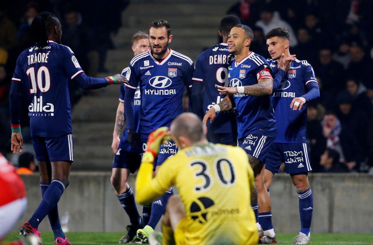 Ligue 1 : Lyon punit Nîmes (0-4)