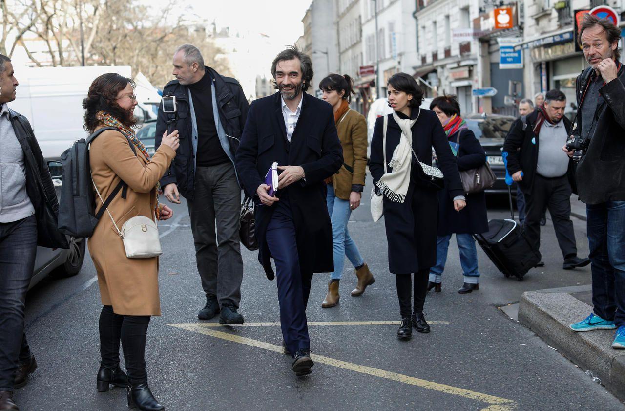 10 photos de Cédric Villani tout sourire en campagne à Paris
