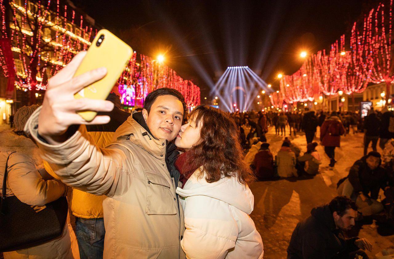 Nouvel An 2020 : ambiance festive sur les Champs-Elysées