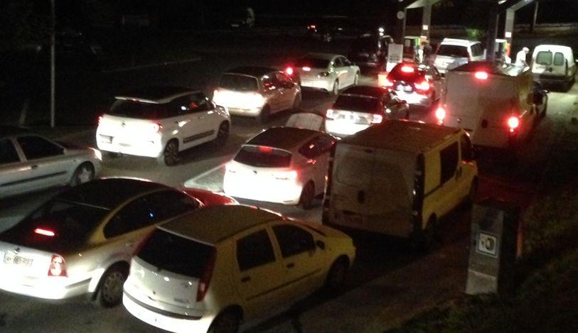 Grève des routiers : des stations-service déjà prises d'assaut par les automobilistes