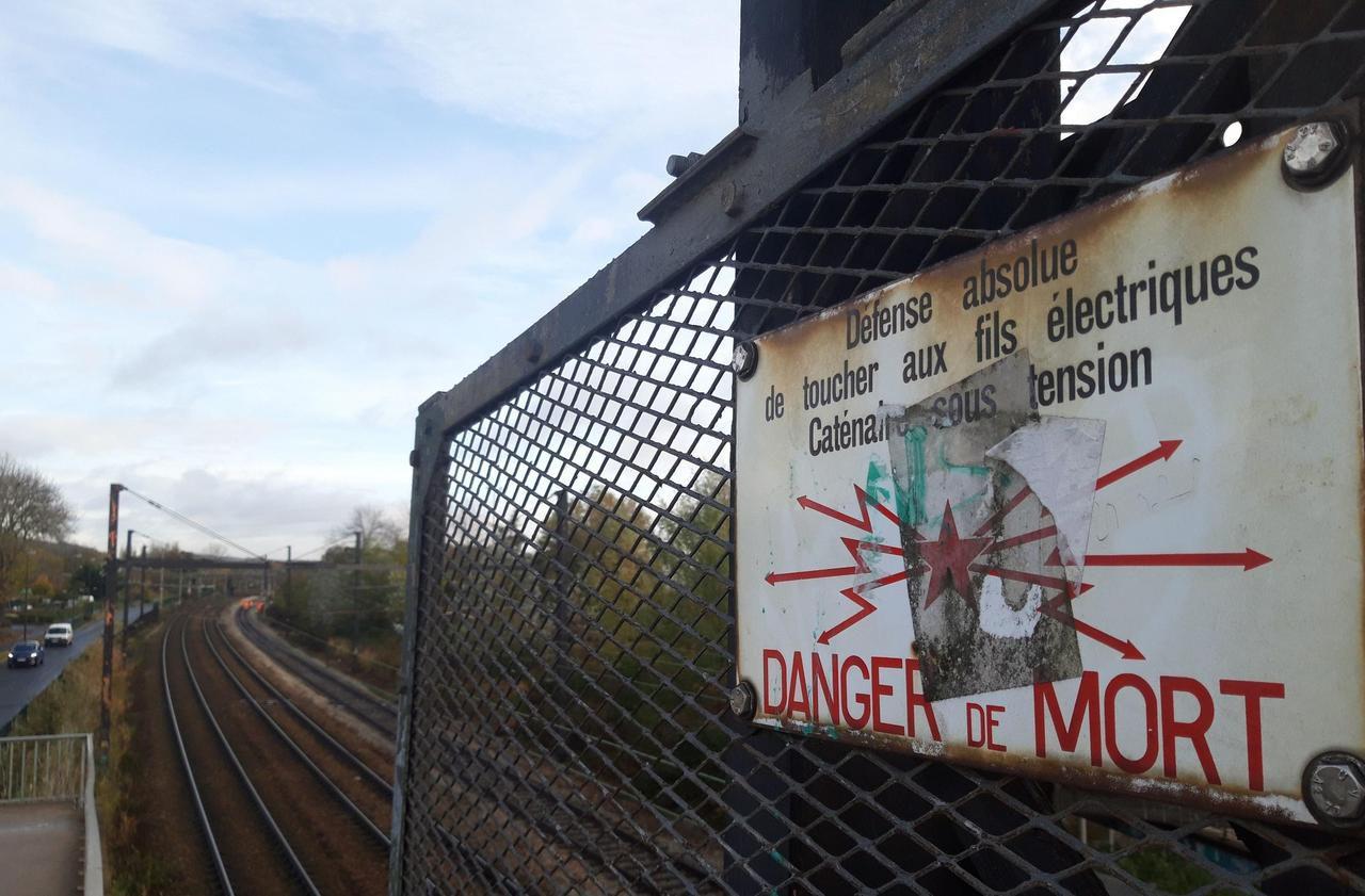 Oise : l'ado frappé par une décharge tentait de récupérer des écouteurs sur le toit d'un train