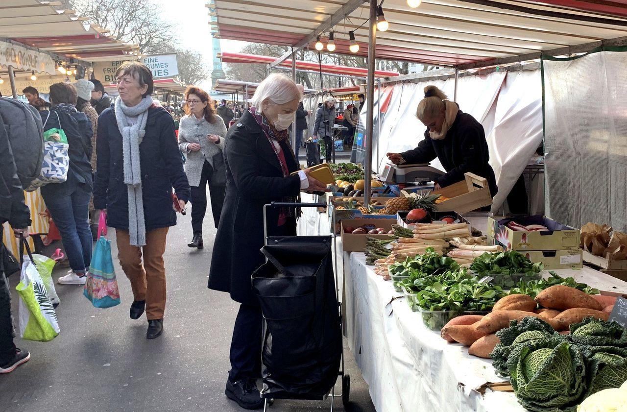 Coronavirus : la maire de Paris demande au préfet de police d'interdire les marchés
