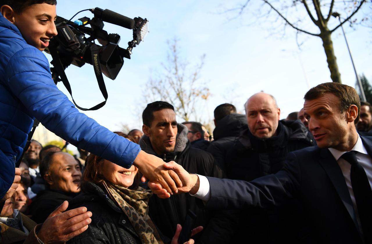 «Venez faire un Fifa chez moi !» : dialogue surréaliste entre Macron et un enfant à Amiens