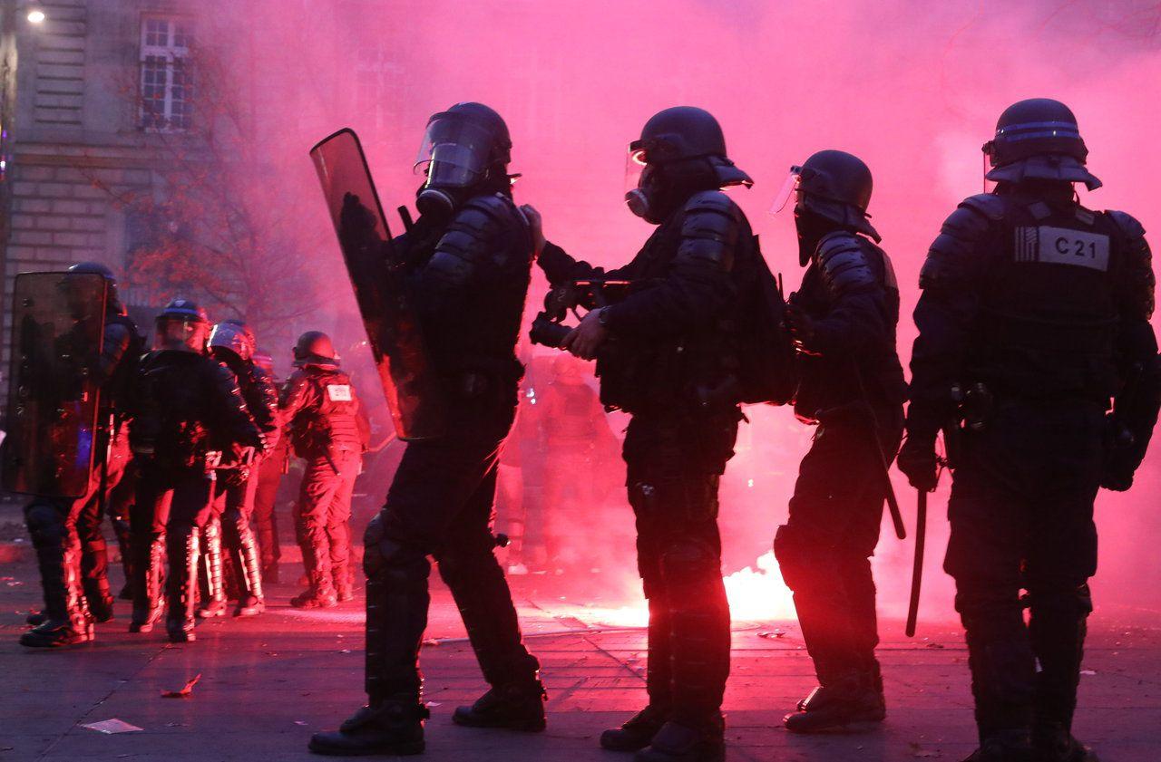 Manifestation du 5 décembre : à Paris, les black blocs ont été contenus