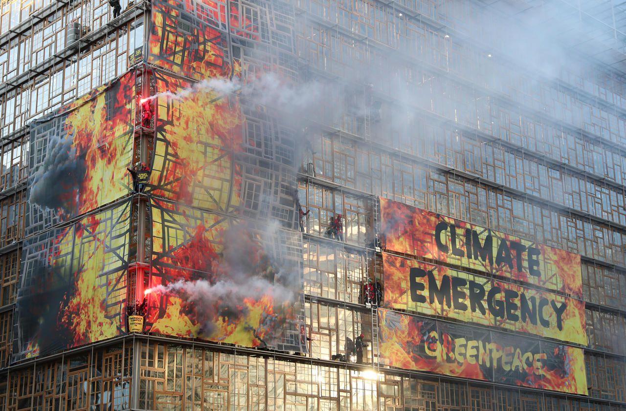 Climat : action coup de poing de Greenpeace au sommet européen