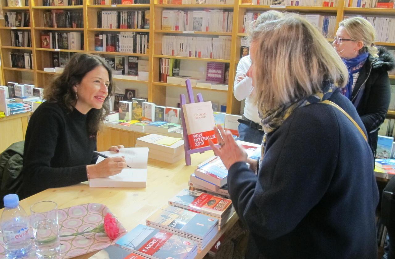 Clichy : Karine Tuil, Goncourt des lycéens, rencontre ses lecteurs - Le Parisien