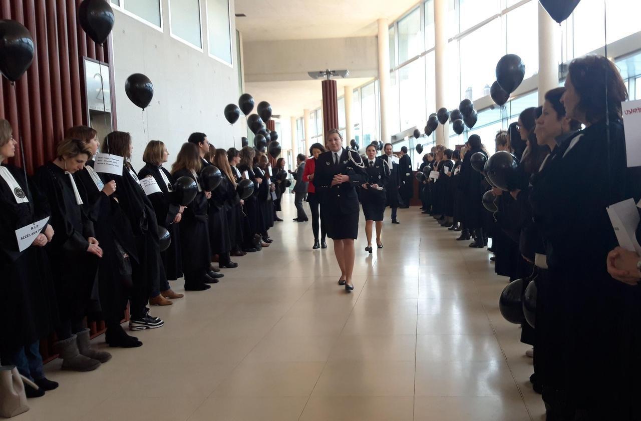 Pontoise : hospitaliers et avocats vont manifester ensemble