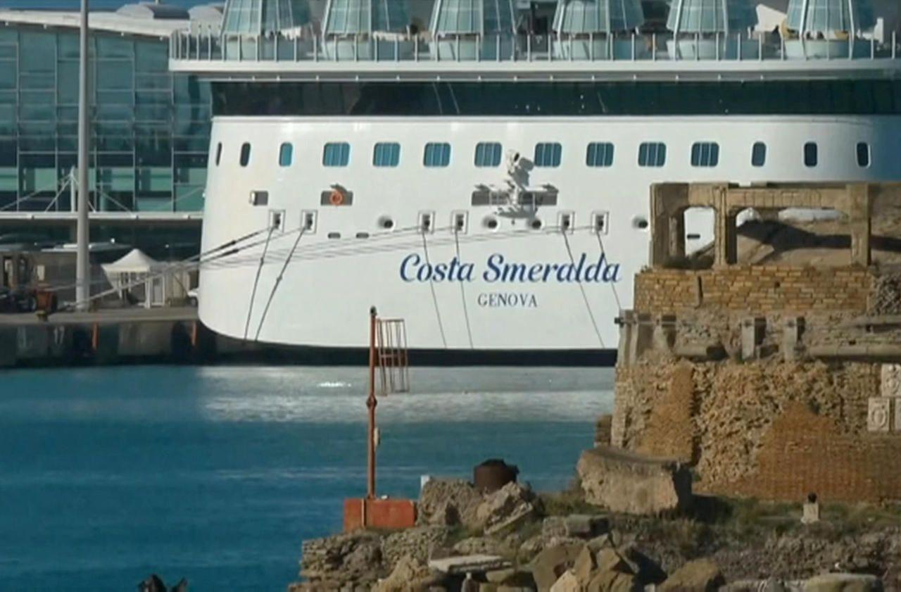 Coronavirus, passagers débarqués: le navire de croisière bloqué à Civitavecchia redémarre