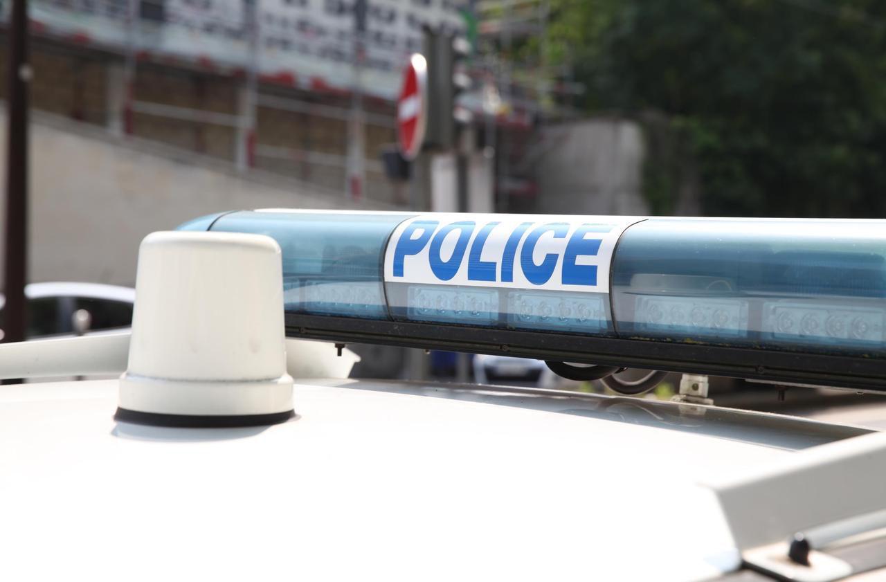 Val-de-Marne : une voiture de police prise en chasse sur l'autoroute