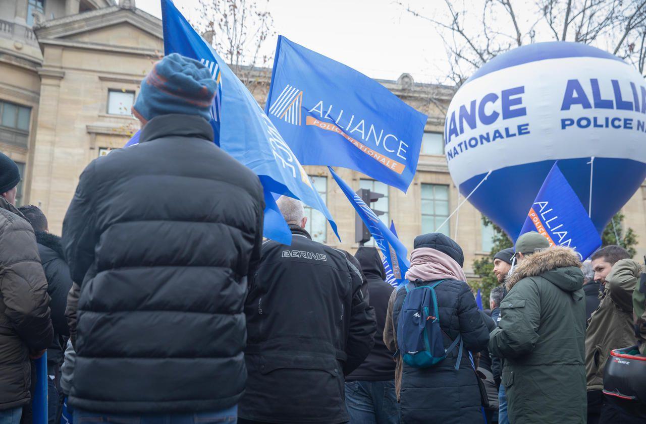 Retraites : arrêts maladie et blocages, la menace des policiers pour préserver leur régime spécial