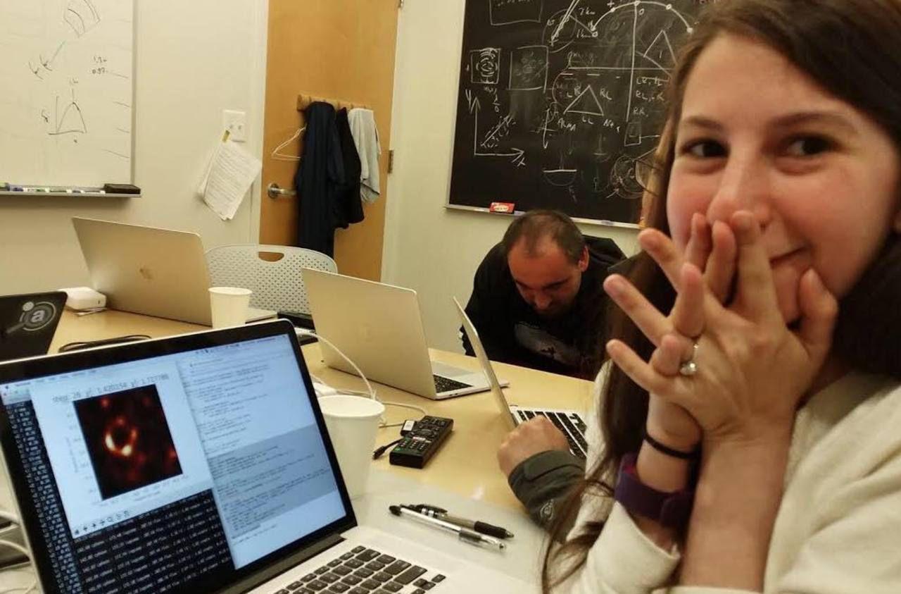 Qui est Katie Bouman, l'ingénieure derrière la célèbre «photo» du trou noir ?
