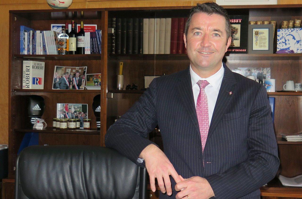 Yvelines : l'association de promotion de l'éthique en politique Anticor tacle le maire de Poissy - Le Parisien