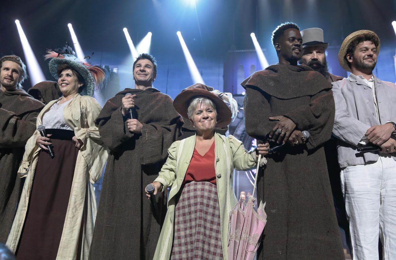 Concerts des Restos du Cœur : les Enfoirés chantent Paris et Notre-Dame