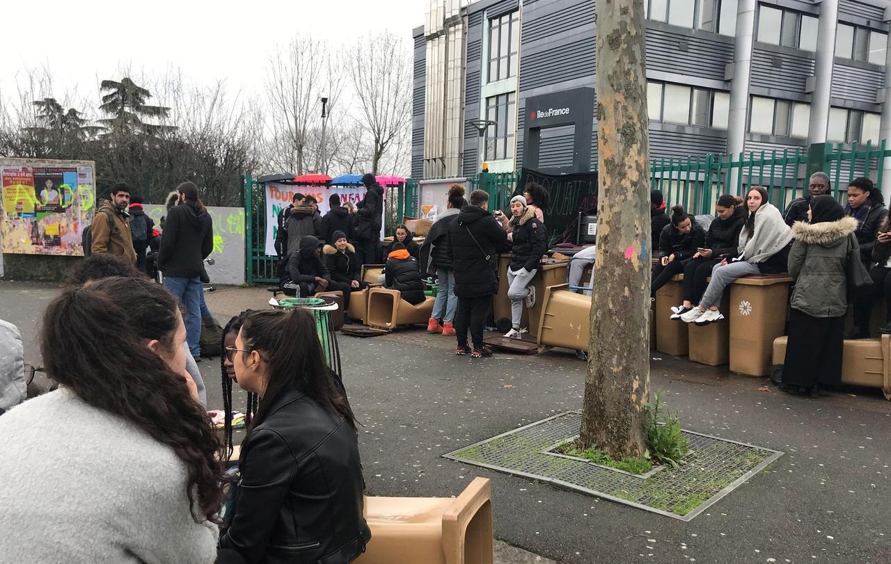 Val-de-Marne : les « mensonges » de Blanquer sur les blocages de lycées irritent