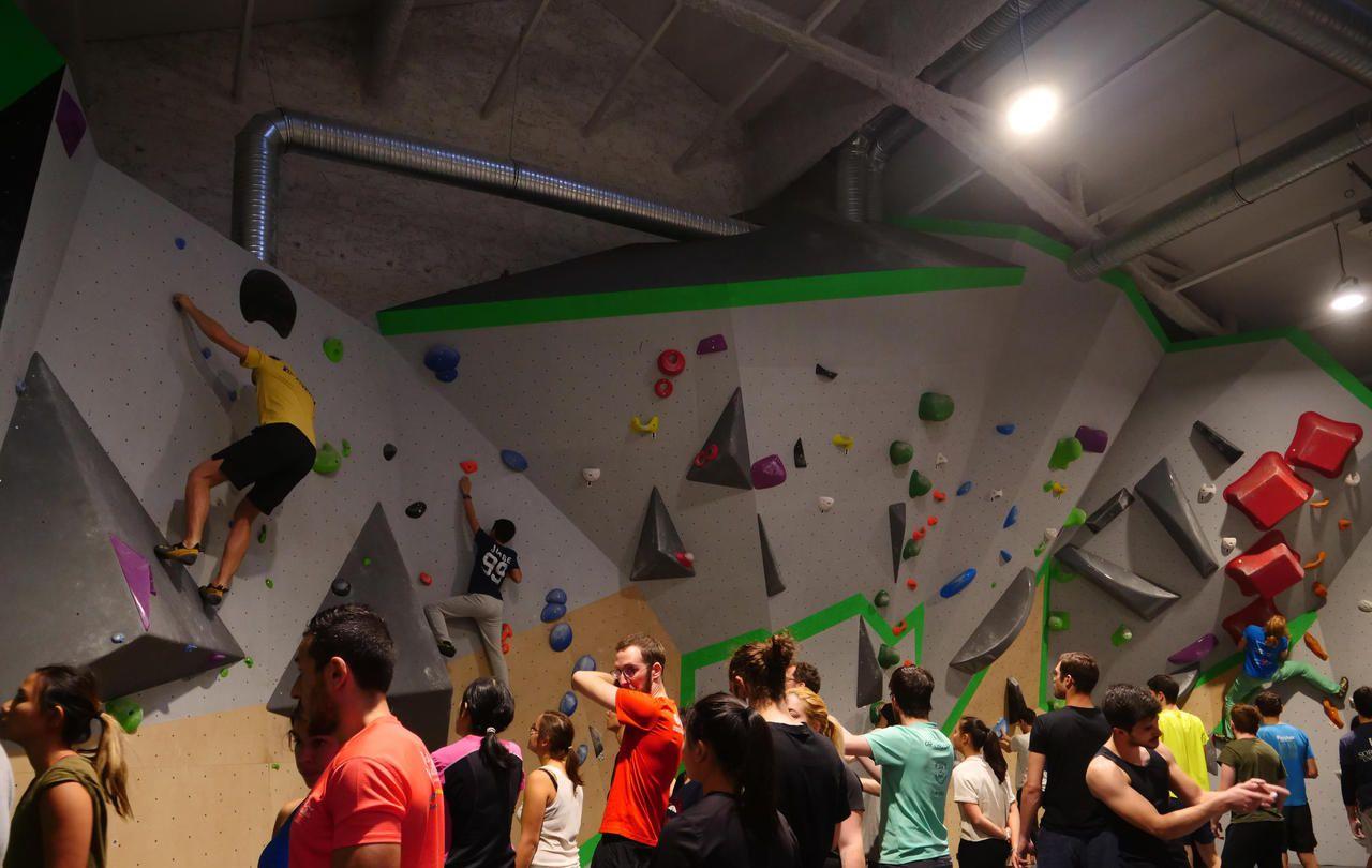 A Paris, l'escalade de bloc, le sport qui grimpe, qui grimpe - Le Parisien