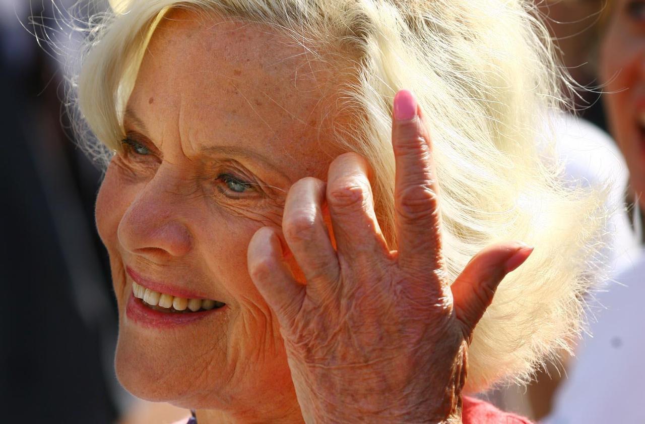 Honor Blackman, célèbre James Bond Girl, s'éteint à l'âge de 94 ans