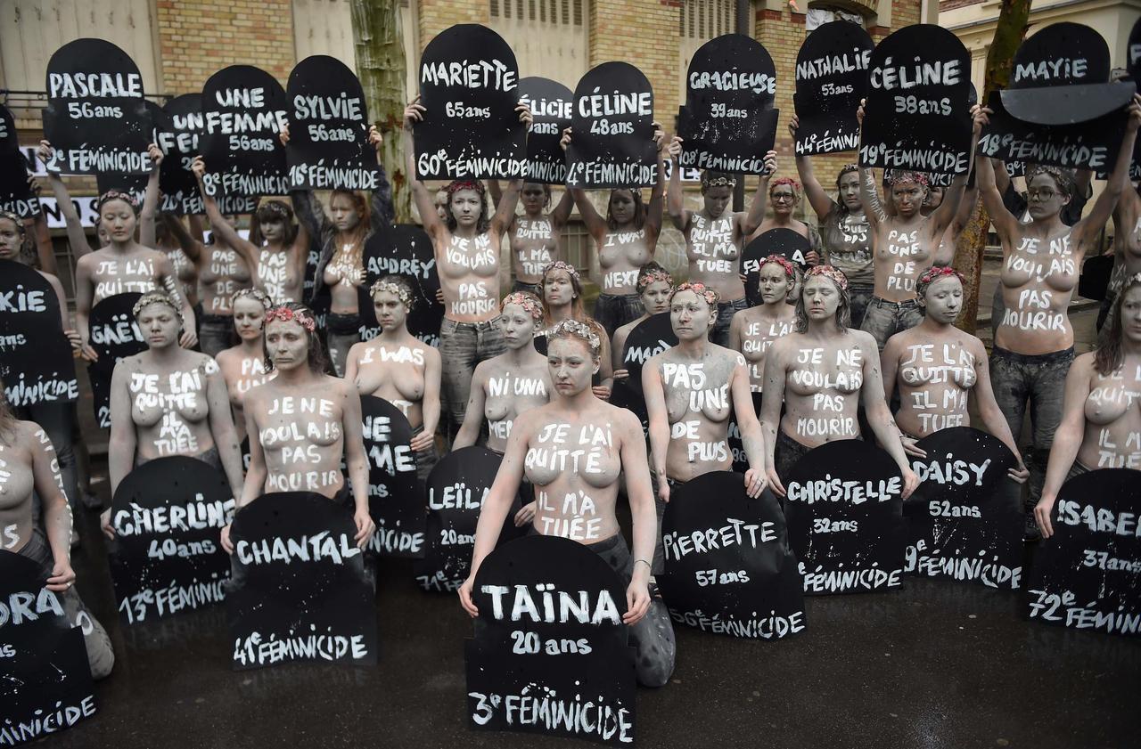 Féminicides : action choc des Femen au cimetière du Montparnasse à Paris