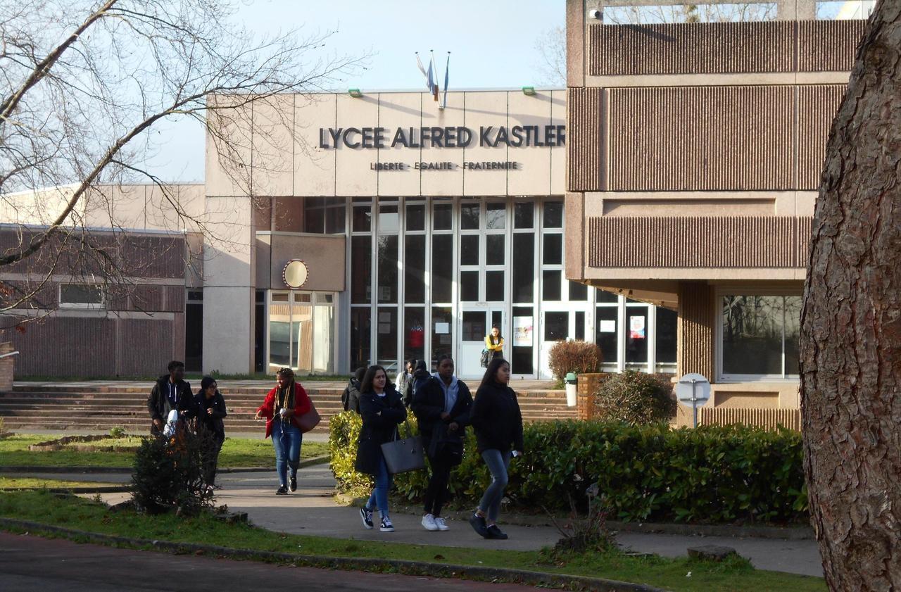 Val-d'Oise : les nouvelles épreuves du bac débutent, la contestation continue