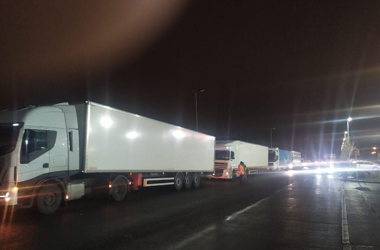 Seine-Saint-Denis : la CGT coupe le courant toute la nuit sur le site Amazon du Blanc-Mesnil