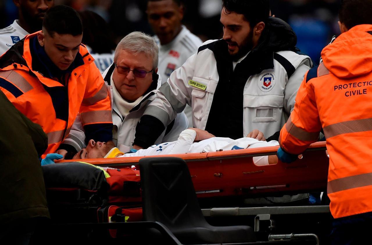 Ligue 1 : Martin Terrier (Lyon) victime d'un malaise vagal en plein match