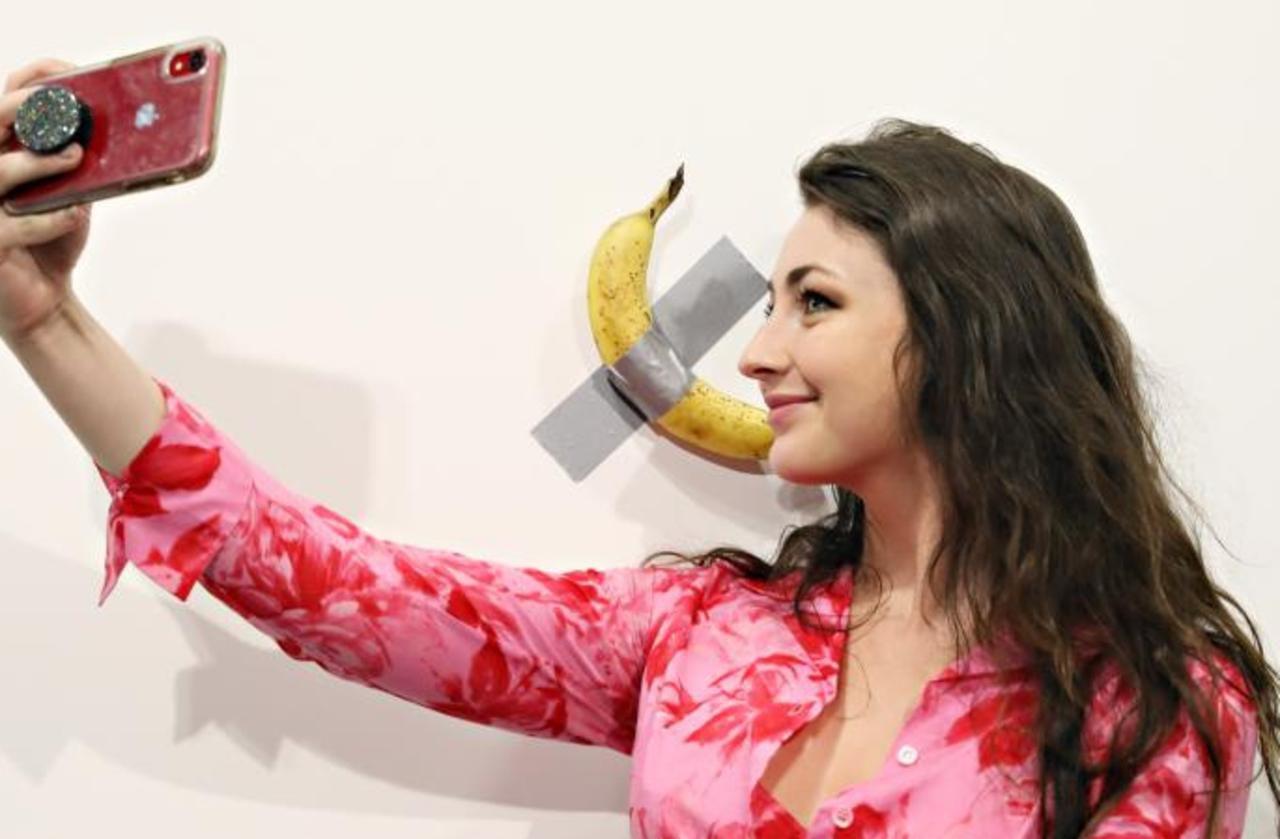 Art contemporain : une banane collée à un mur vendue 120 000 dollars à Miami