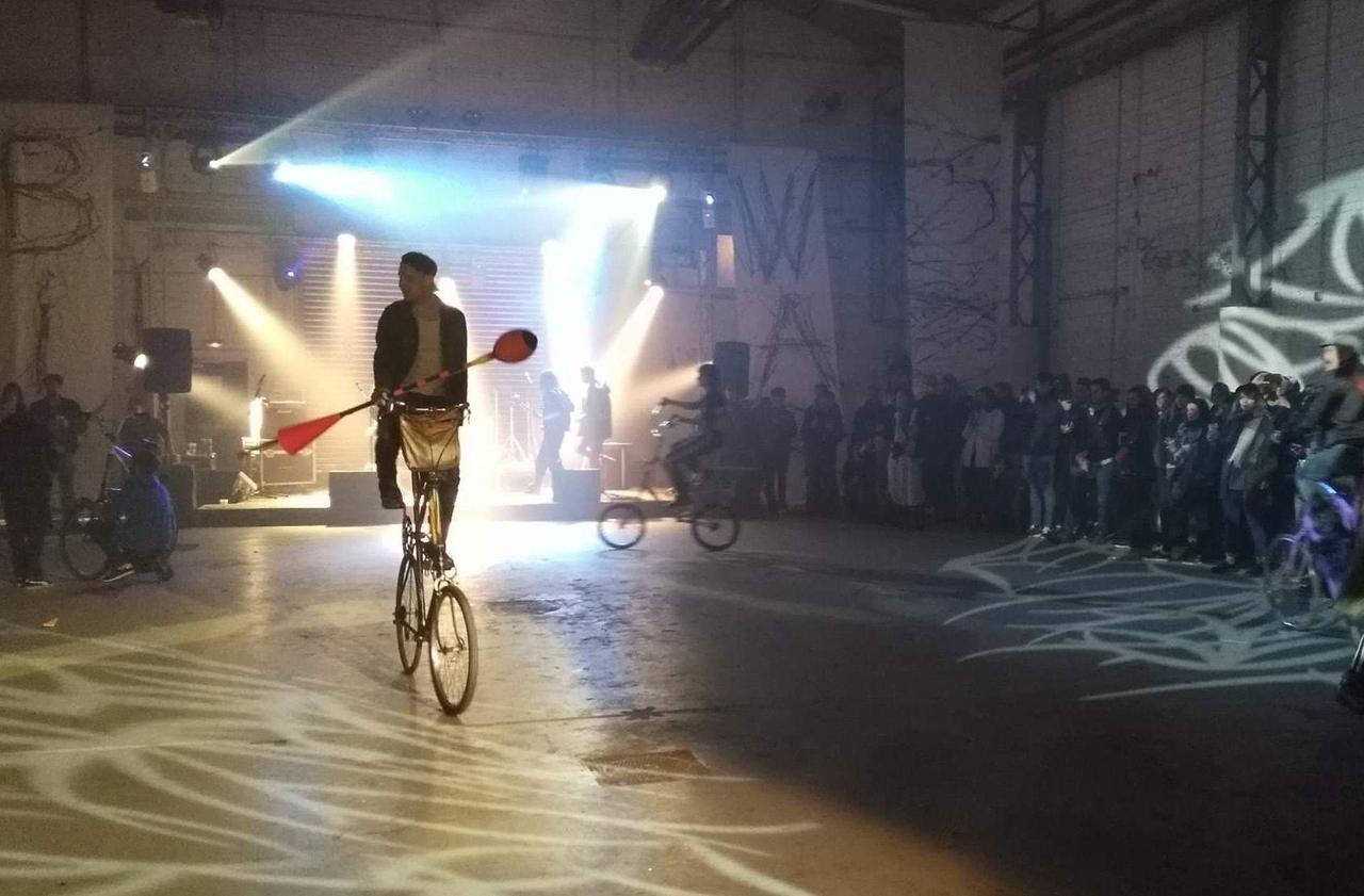 Mad Max à vélo à Saint-Denis ! - Le Parisien