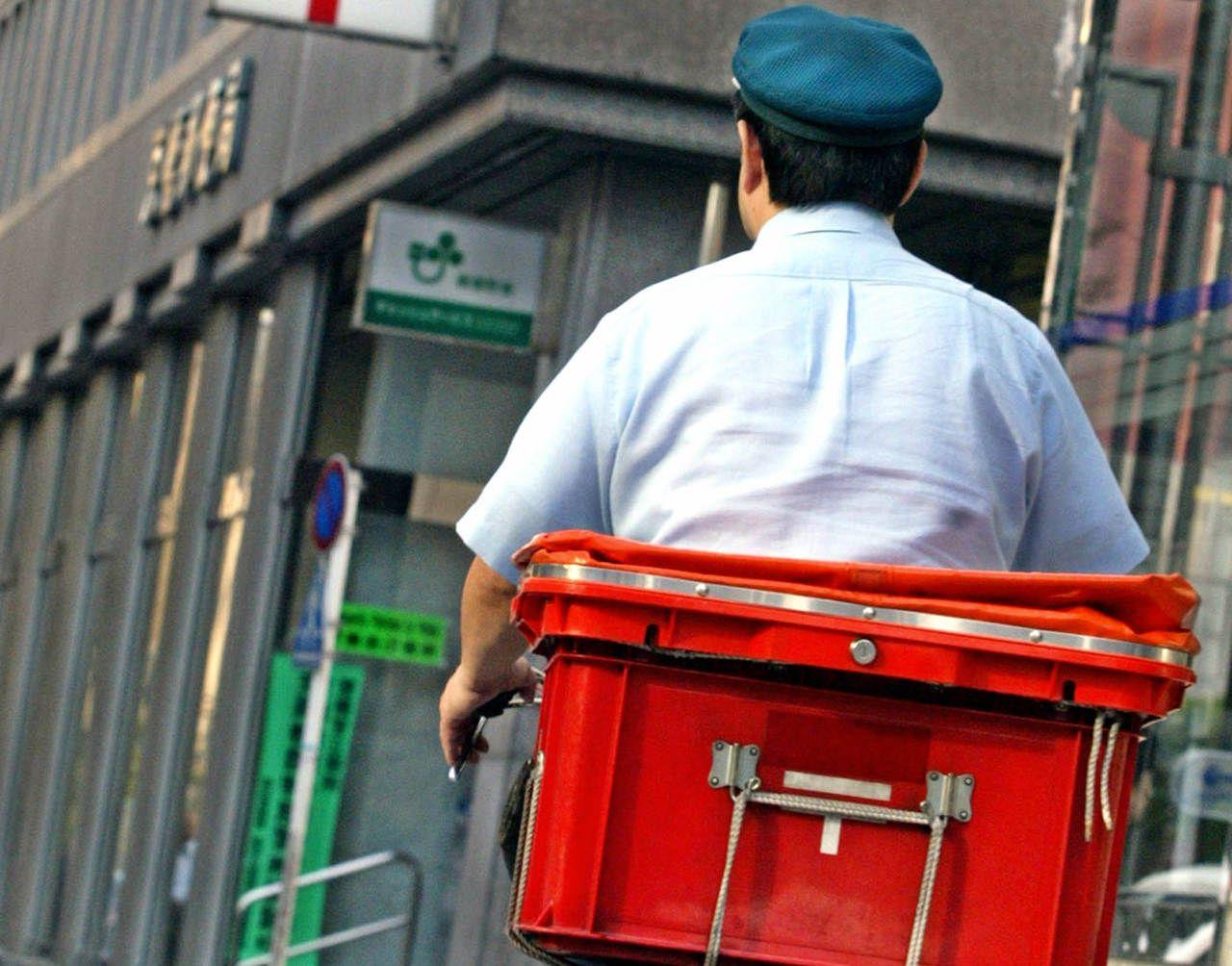 Japon : 24000 lettres retrouvées chez un postier qui trouvait «trop barbant» de les distribuer