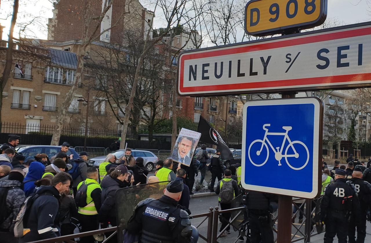 A Neuilly-sur-Seine, les Gilets jaunes ont défilé «dans les beaux quartiers»