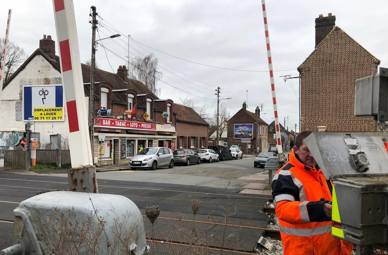 Beauvais : il se gare pour acheter des cigarettes, un TER heurte sa voiture