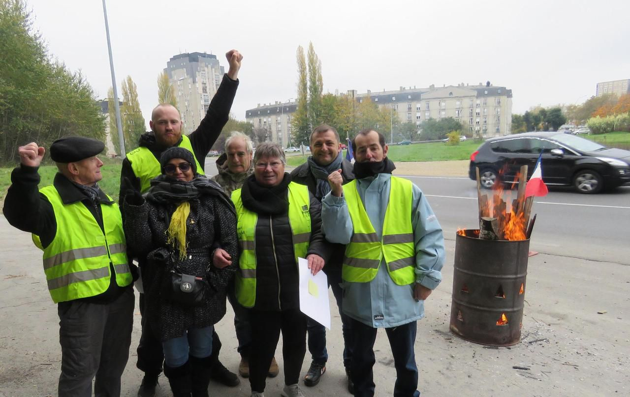 Gilets jaunes : à Melun, les irréductibles du rond-point de l'Europe soufflent leur bougie - Le Parisien