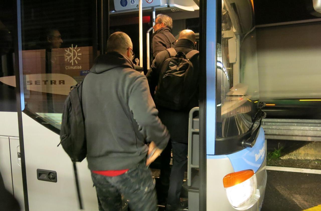 Briis-sous-Forges : à la gare autoroutière, ces bus supplémentaires redonnent le sourire aux voyageurs - Le Parisien