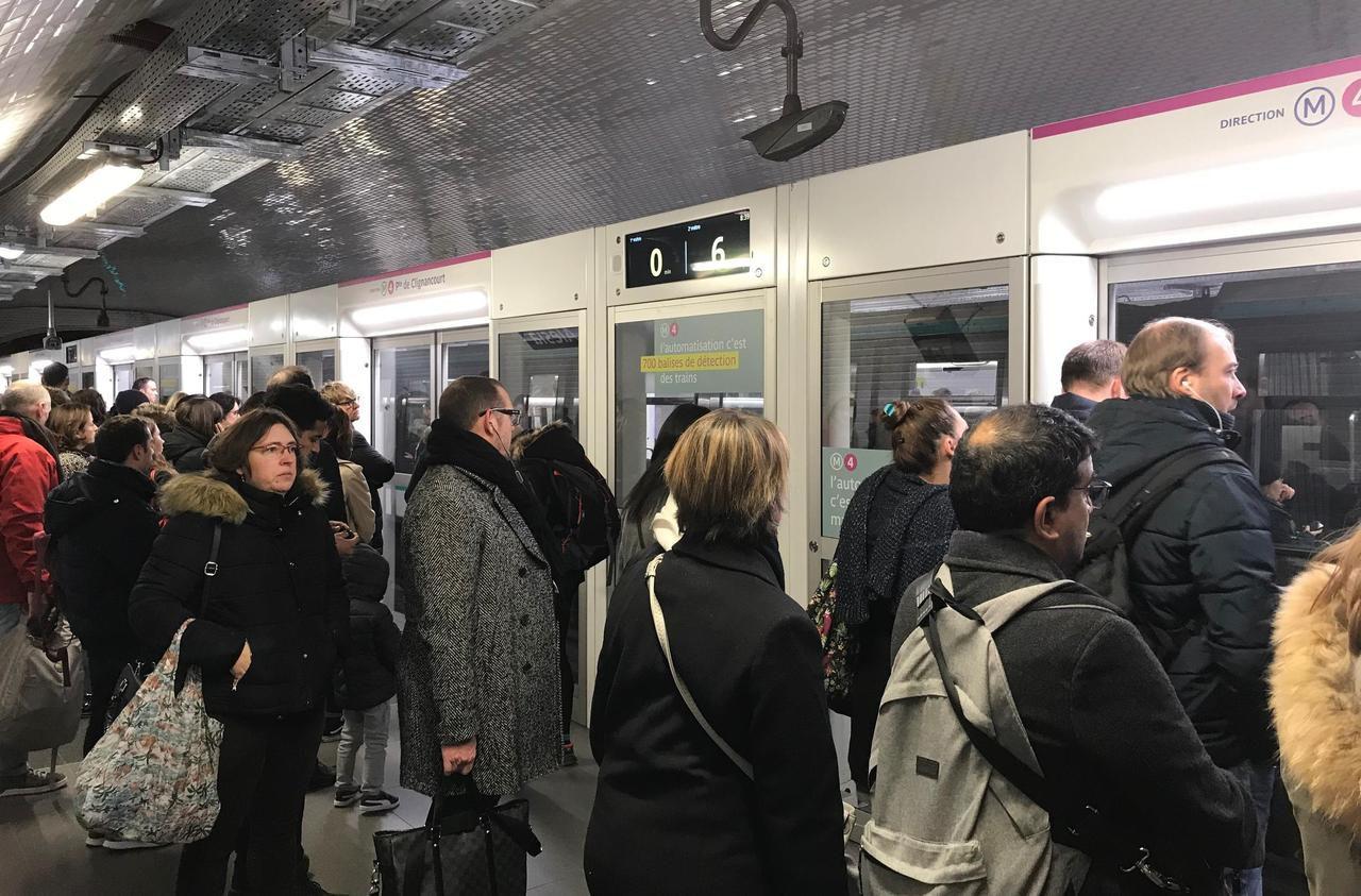 Grève du 6 décembre : à Gare du nord, «les gens se poussent dans les escaliers, c'est la folie»