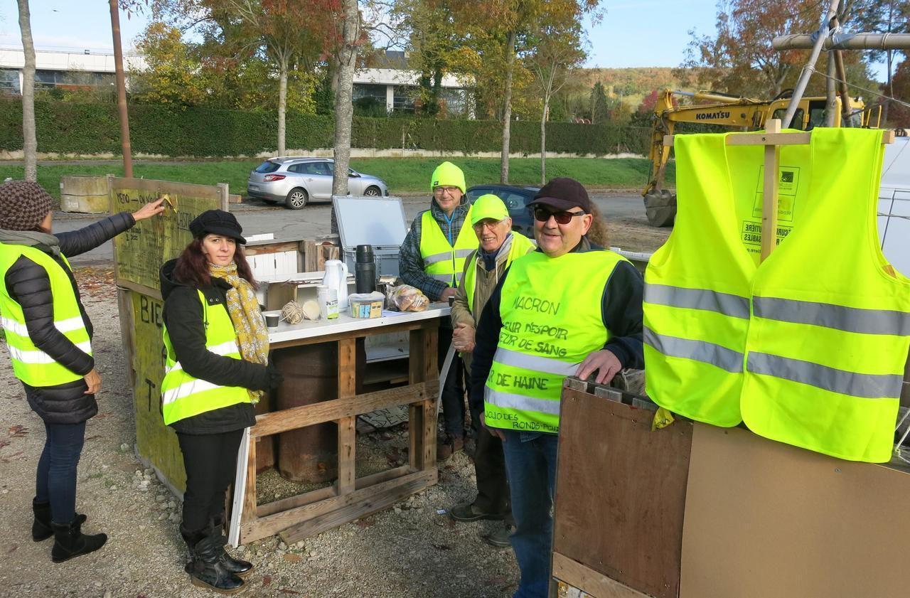 Les Gilets jaunes de Dourdan prêts pour le premier anniversaire du mouvement - Le Parisien